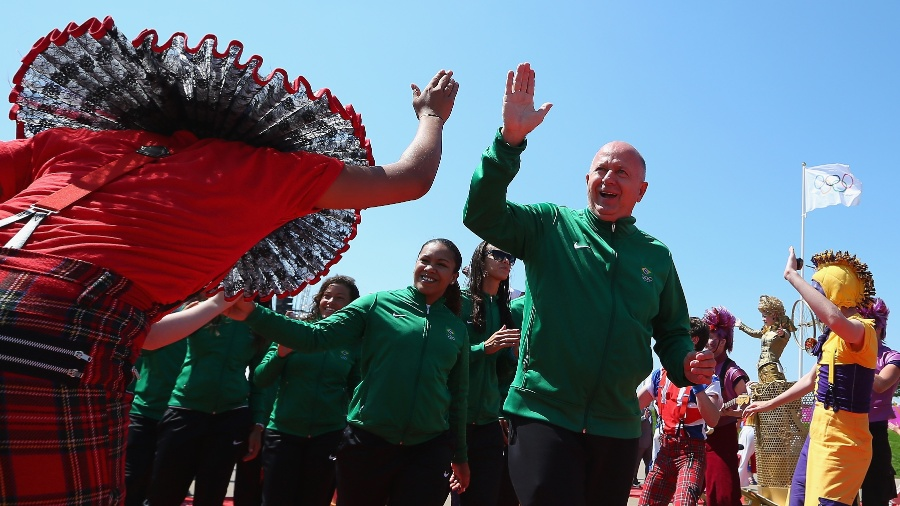 Bernard Rajzman, chefe da missão olímpica do Brasil, durante cerimônia de hasteamento da bandeira na Vila Olímpica - Hannah Johnston/Getty Images