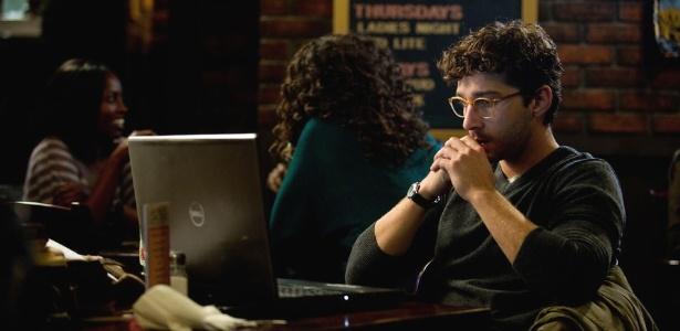 """Cena de """"The Company You Keep"""" com Shia LaBeouf no papel de um repórter"""