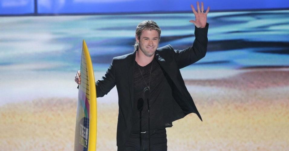 """O ator Chris Hemsworth recebe o prêmio melhor artista masculino do cinema no Teen Choice Awards. Ele estrelou """"Thor"""" e """"Os Vingadores"""" (22/7/12)"""
