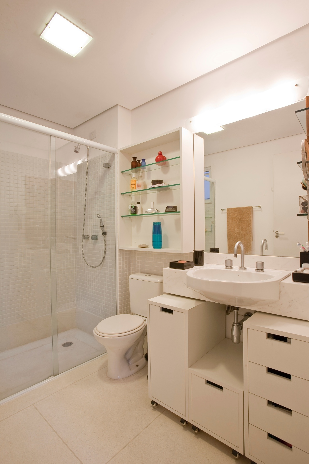 banheiro da suíte de uma das unidades do Residencial Vila Maida tem  #13737B 1280 1920
