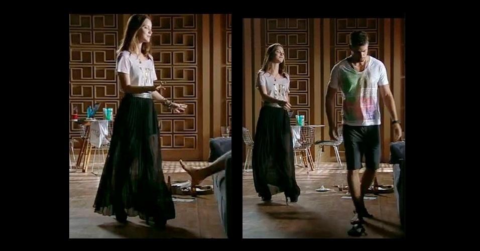 """O estilo boho de Débora, personagem interpretada por Nathalia Dill na novela """"Avenida Brasil"""", tem feito sucesso entre os telespectadores. A peça principal de seu armário é a saia longa, como esta transparente, que foi combinada com uma camiseta larga e ankle boot nos pés"""