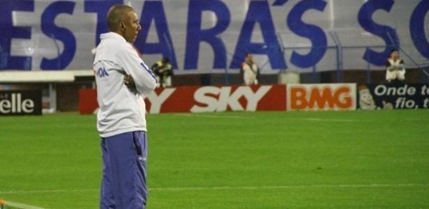 Técnico Hemerson Maria foi demitido do Avaí na noite desta terça-feira