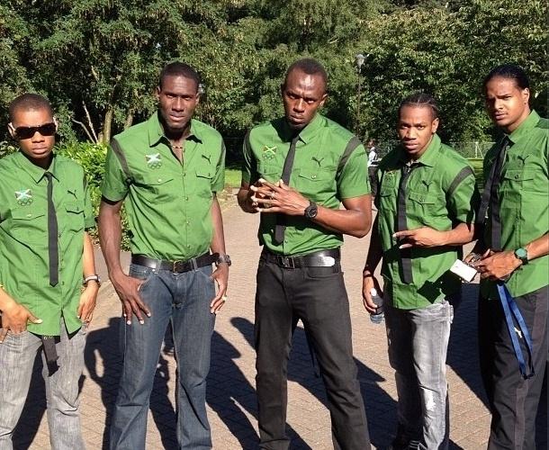 Usain Bolt (ao centro) postou foto da delegação jamaicana