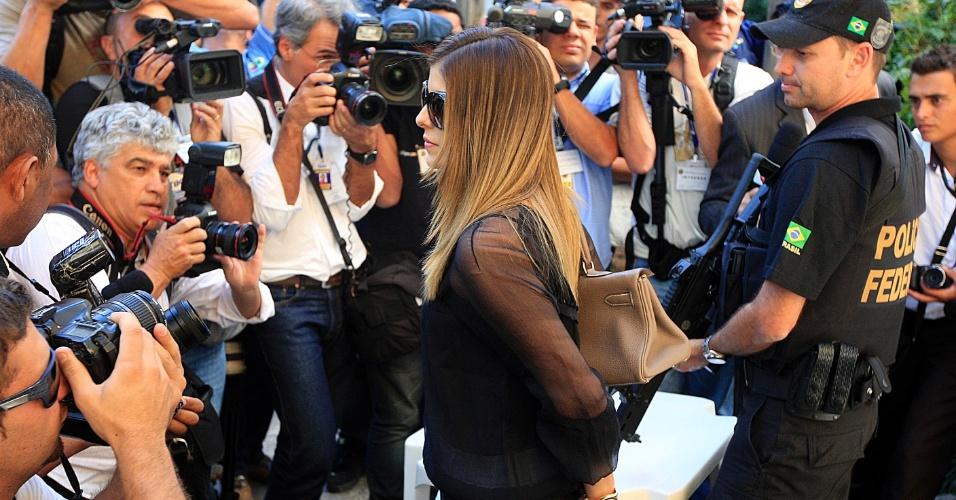 24.jul.2012 - Andressa Mendonça, mulher de Carlinhos Cachoeira, deixa o Tribunal da Justiça Federal, em Goiânia, após depoimentos de testemunhas de defesa e acusação da operação Monte Carlo