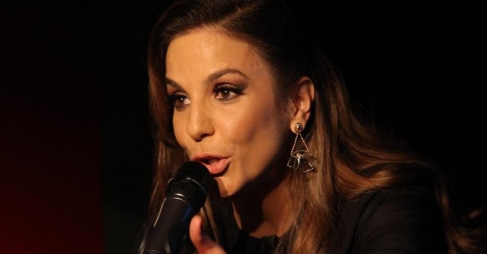 A cantora Ivete Sangalo sobe ao palco na casa Miranda, no RJ (23/07/12)