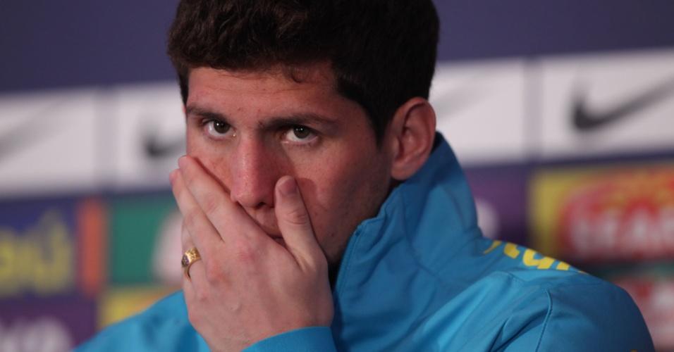 Cortado, Rafael Cabral cedeu lugar a Gabriel, do Milan, e volta para o Brasil ainda nesta terça-feira (24/07/2012)