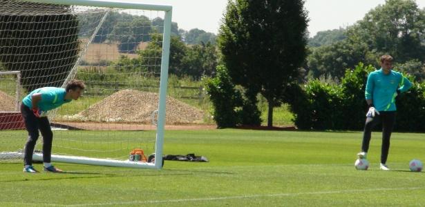 Neto (no gol) não defendeu nenhuma cobrança, enquanto Gabriel pegou dois pênaltis no treino