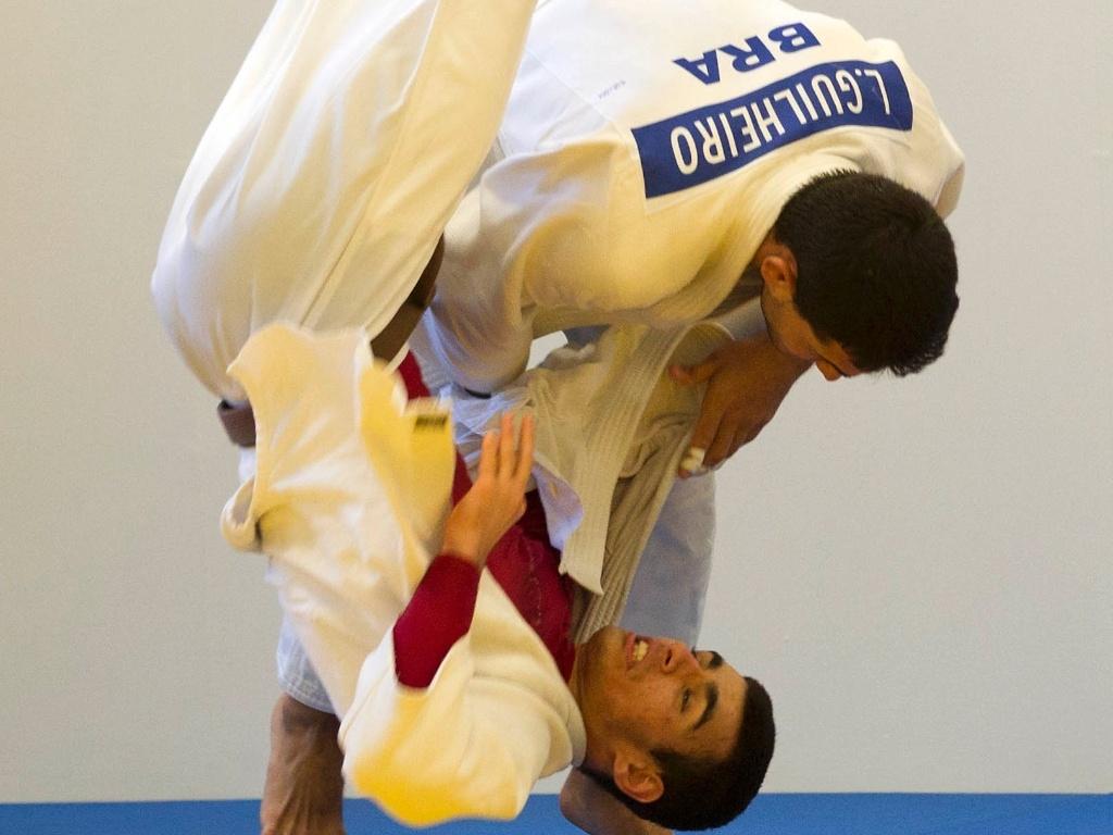Leandro Guilheiro treina com a equipe brasileira de judô para os Jogos Olímpicos de Londres