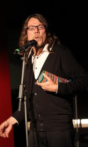 Lenine, escolhido na categoria melhor cantor pelo voto popular, agradece pela escolha do público (23/07/12)