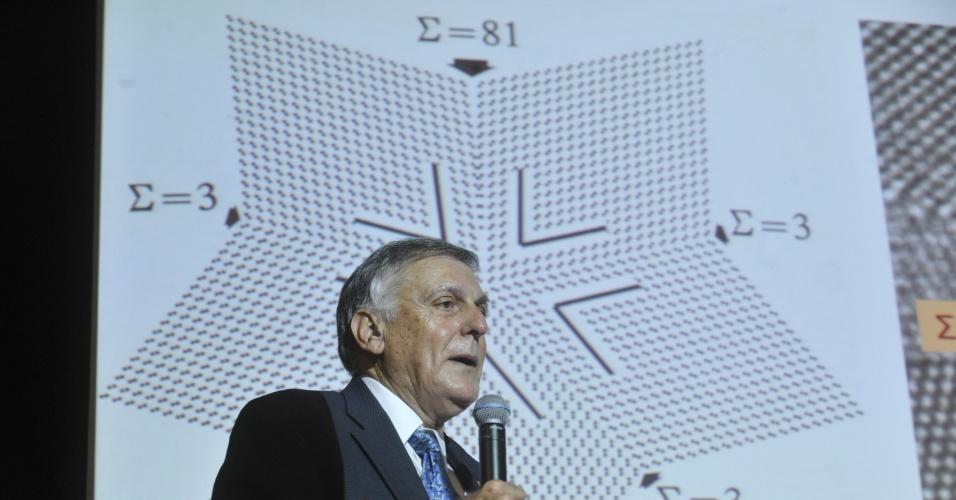 O cientista israelense Daniel Shechtman, Prêmio Nobel de Química de 2011, em palestra nesta terça-feira (24) na 64ª Reunião Anual da Sociedade Brasileira para o Progresso da Ciência (SBPC). Ele encantou o público ao contar sua descoberta sobre os quasicristais