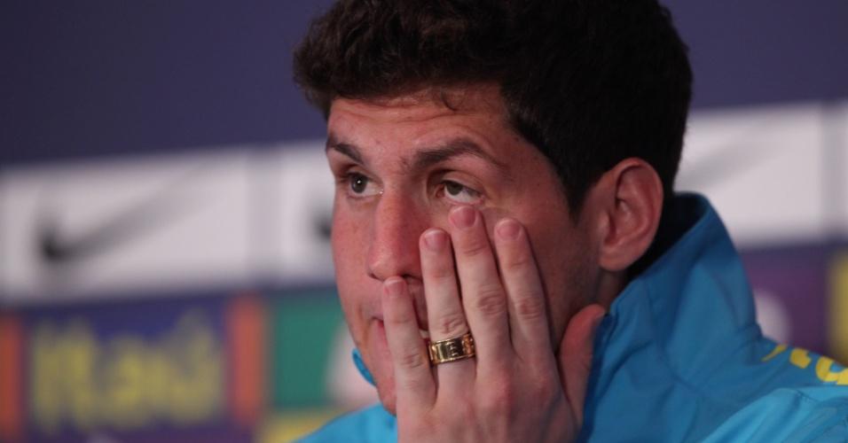 Rafael tentou segurar a emoção durante anúncio de corte da seleção brasileira olímpica