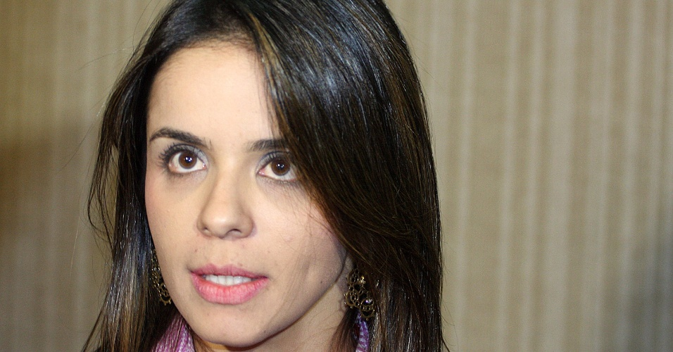 25.jul.2012 - A procuradora Leia Batista, que participa do julgamento do caso Cachoeira, fala à imprensa em Goiânia, onde serão ouvidos hoje os depoimentos das testemunhas de acusação e defesa