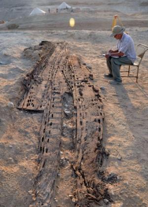 Arqueólogos encontram barca funerária da 1ª dinastia faraônica no Egito (25/7/12) - EFE