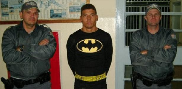 """""""Batman"""" era considerado foragido por dívidas de pensão alimentícia; segundo a polícia, ele agia sozinho"""