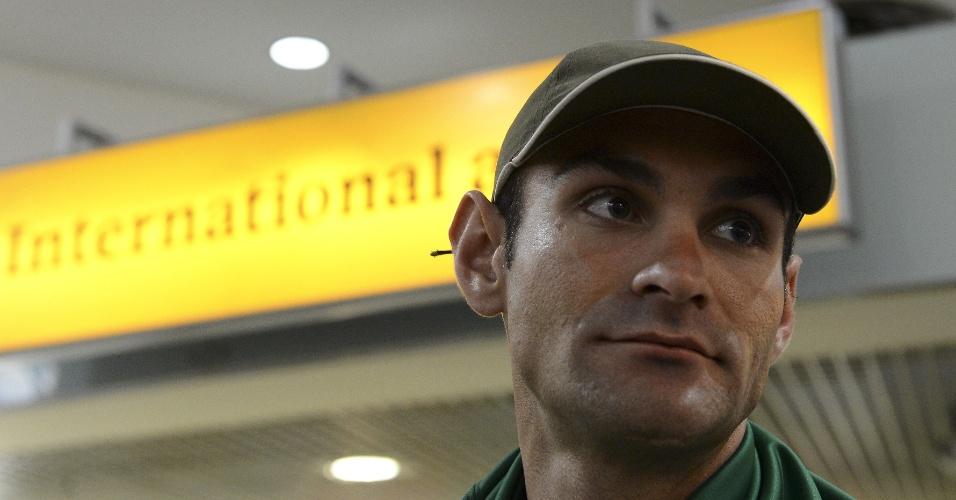 Ciclista Gregory Panizo chegou nesta quarta-feira ao aeroporto de Heathrow, em Londres (25/07/12)