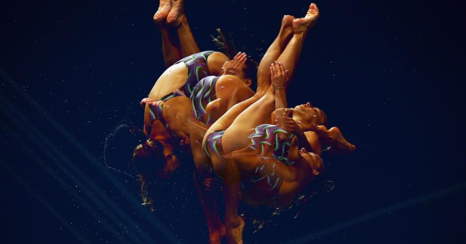 Imagem de longa exposição mostra detalhes de movimentos feito pela italiana Tania Cagnotto durante treino de saltos ornamentais (25/07/1012)