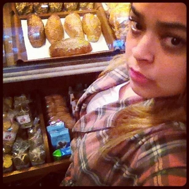 Preta Gil vai à padaria de pijama (25/7/2012)