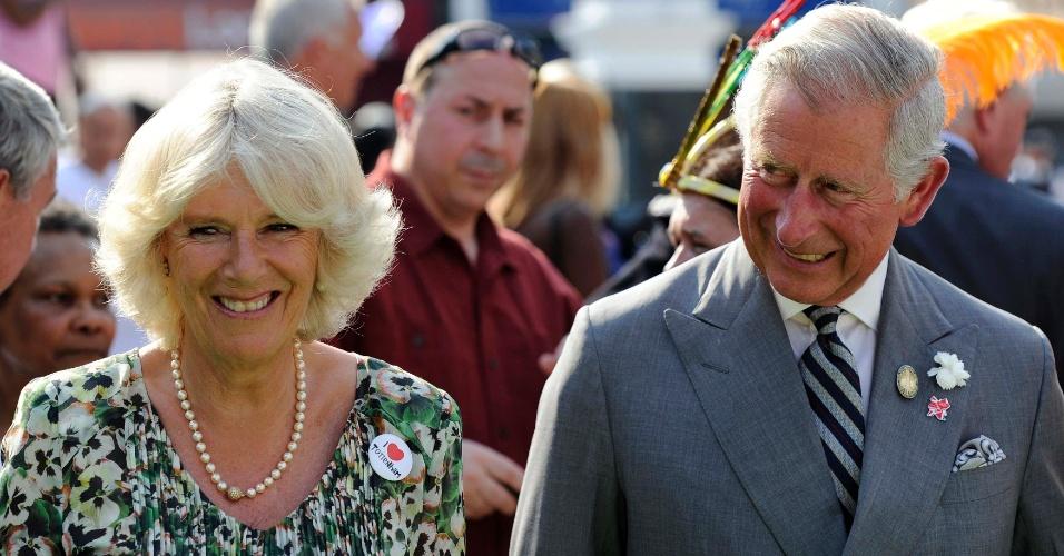 Príncipe Charles e Duquesa Camilla participam de cerimônia de revezamento da tocha olímpica