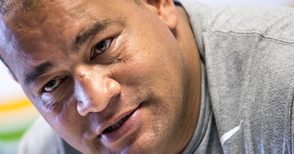Técnico Claudio Aires conversa com jornalistas durante coletiva dos atletas brasileiros do boxe (25/07/12)