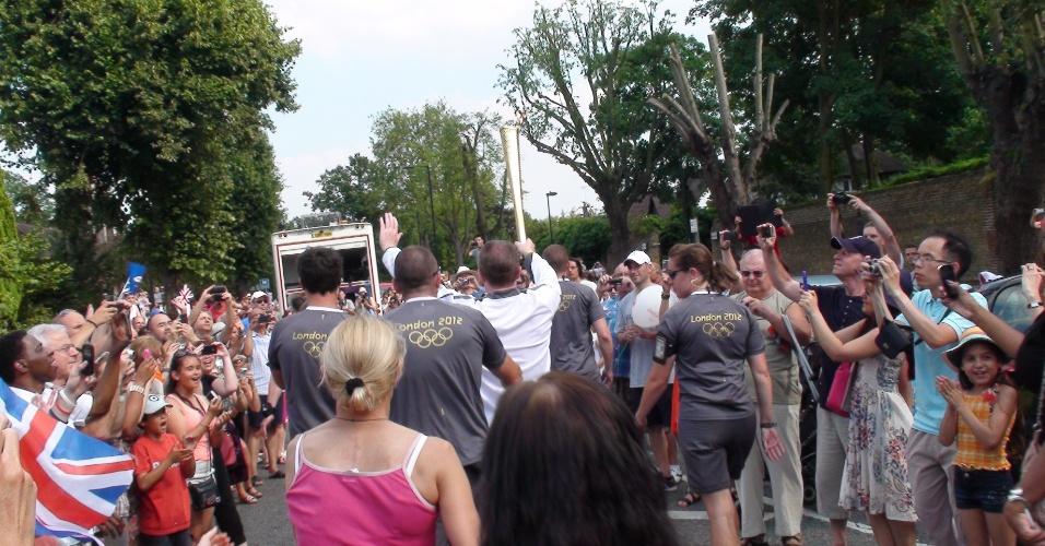 Tocha olímpica passa por Enfield (25/07/2012)