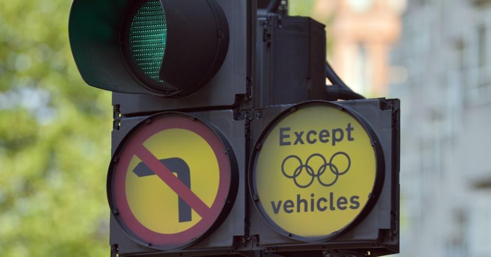 Veículos olímpicos ganham prioridade no trânsito de Londres durante os Jogos (25/07/12)