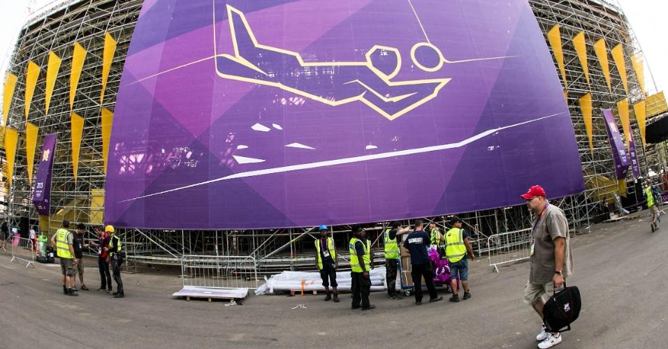 Vista de fora da arena de vôlei de praia erguida no centro de Londres para a Olimpíada-2012