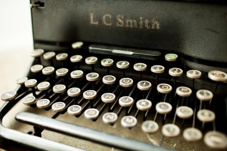 A máquina de escrever antiga faz parte da decoração do Apartamento 43, decorado por Marcel Steiner, em São Paulo
