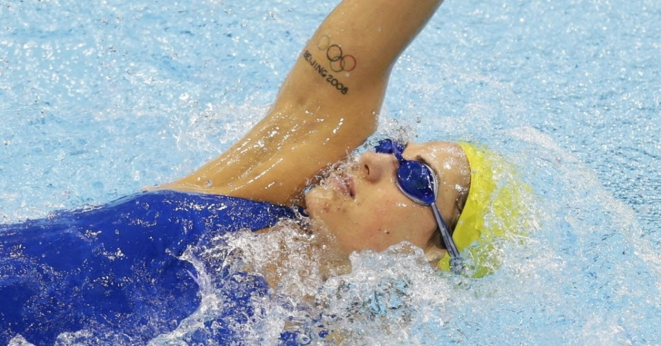 Bela australiana Stephanie Rice registrou no braço a participação nos Jogos de Pequim, em 2008, e parte para mais um desafio olímpico