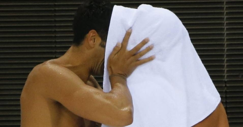 Federica Pellegrini e Filippo Magnini fazem 'cabaninha' para namorar após treino em Londres