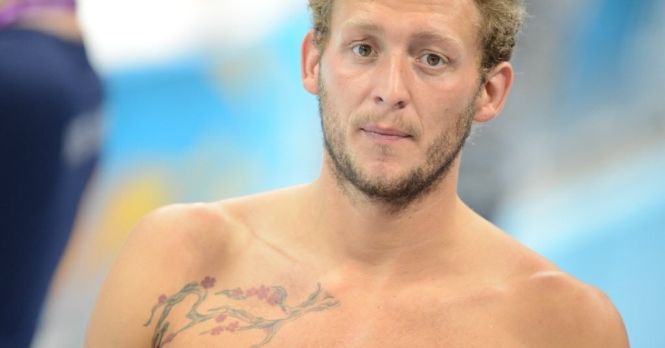 Nadador Amaury Leveaux exibe tatuagem no peito às vésperas de estrear nos Jogos de Londres