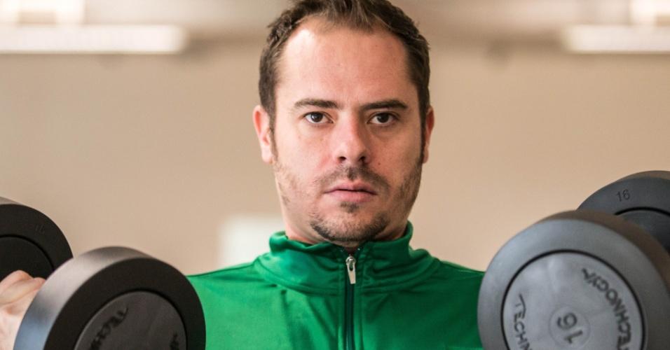 O levantador Ricardinho faz exercício durante atividade do Brasil em Londres