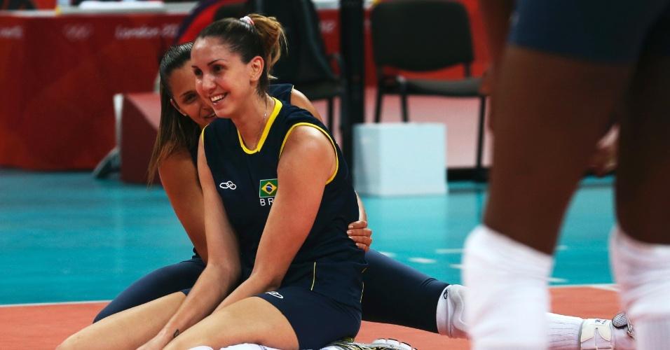 Seleção feminina de vôlei treinou nesta quarta-feira em Londres (25/07/12)