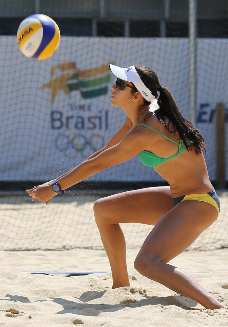 Talita Rocha, parceira de Maria Elisa, treina para estreia do vôlei de praia nos Jogos Olímpicos de Londres (26/07/12)