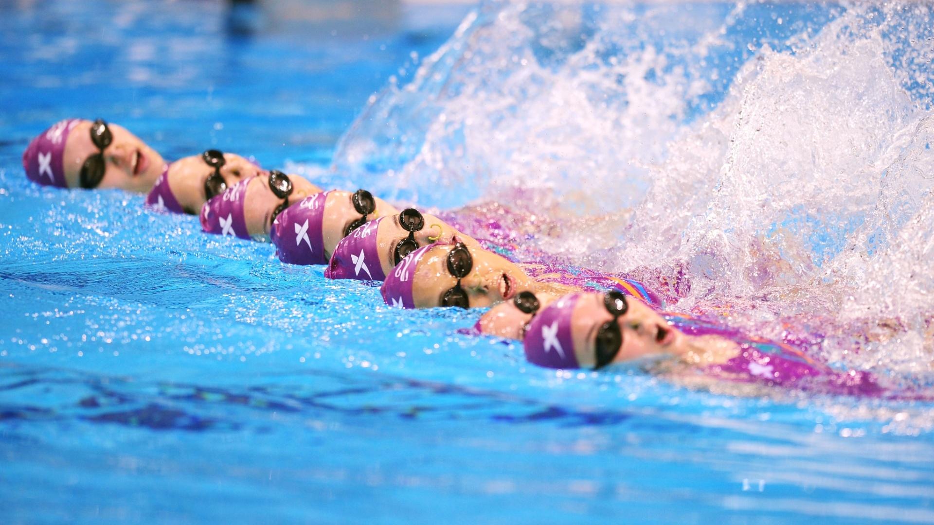 Time da China de nado sincronizado treina em Londres