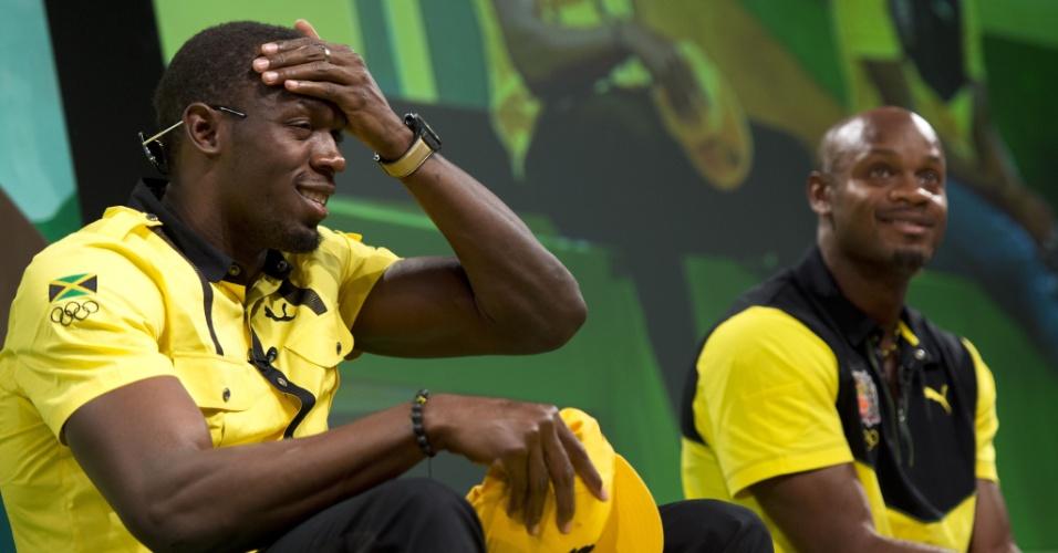 Usain Bolt faz graça durante entrevista coletiva realizada em Londres