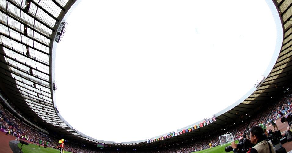Vista geral do Hampden Park Stadium na partida de futebol masculino entre Espanha e Japão