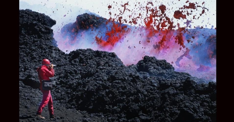 27.jul.2012 - O fotógrafo Carsten Peter está acostumado a situações extremas. Ele acompanhou vulcões ativos de perto