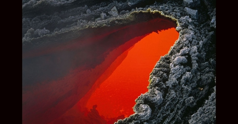 27.jul.2012 - Vulcões são imprevisíveis. As erupções criam instabilidades em toda a região, que podem resultar em deslizamentos de rochas