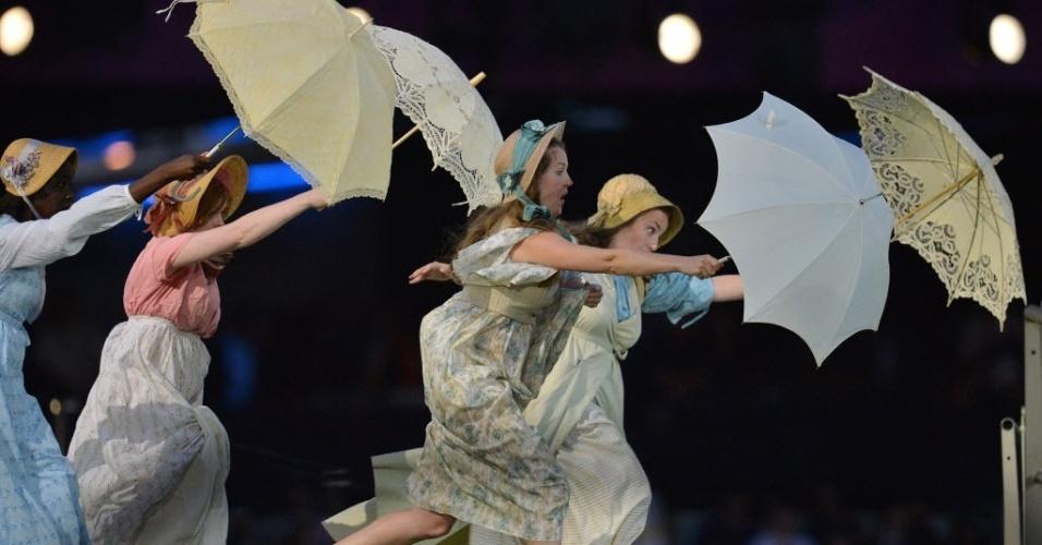 Artistas com guarda-chuvas representam camponesas londrinas na cerimônia de abertura do Jogos