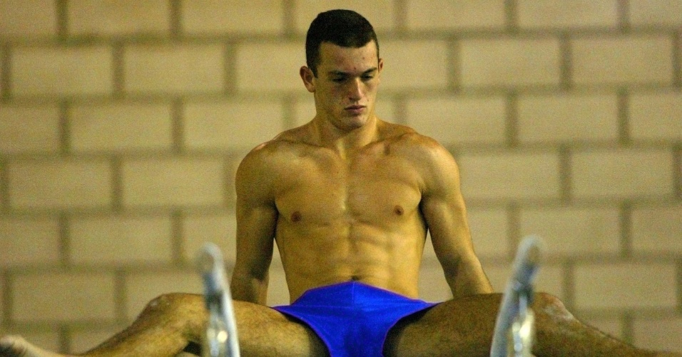 Diego Hypólito durante os primeiros treinos