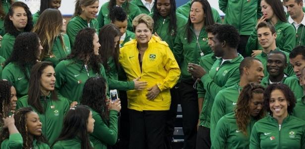 Dilma com atletas brasileiros em Londres: presidente deu uma bronca transatlântica na GM - REUTERS/Olivia Harris