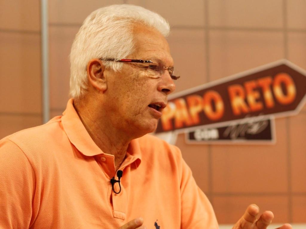 Ex-goleiro e técnico de futebol Emerson Leão é convidado do