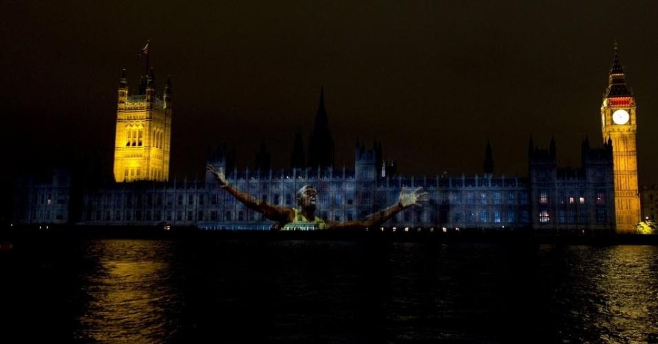 Imagem do velocista jamaicano Usain Bolt é projetada em Parlamento Inglês durante cerimônia de abertura