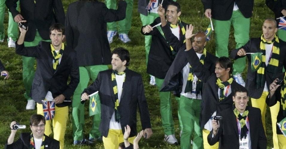 Jogadores das seleções de vôlei e basquete marcaram presença no desfile da Cerimônia de Abertura
