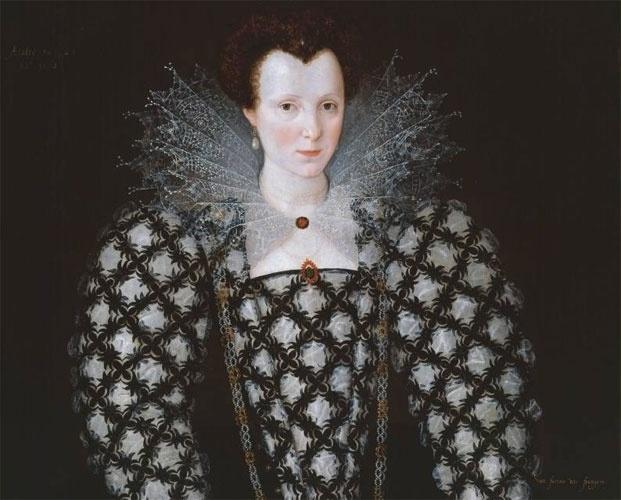 Numa época em que a fotografia estava longe de ser inventada, a pintura de retratos tinha grande importância social. Especialmente, a partir do Renascimento que, na Inglaterra, coincidiu com o reinado da dinastia Tudor. O retrato de Mary Rogers (detalhe), de autoria de Marcus Gheeraert II, holandês radicado na corte londrina, exemplifica a tendência artística do período e dá uma ideia da exuberante moda feminina de então.