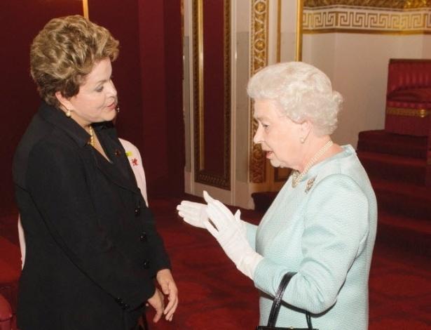 Presidente Dilma Rousseff conversa com a Rainha Elizabeth II na recepção dos chefes de Estado no Palácio de Buckingham