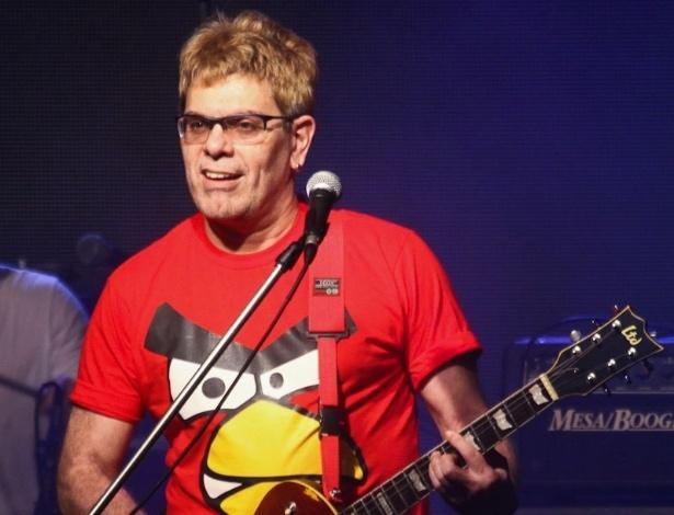 Roger do Ultraje a Rigor se apresenta em festa da Band (26/7/12)
