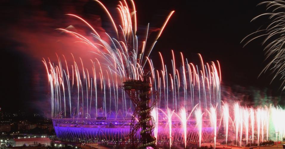 Show de fogos ilumina céu de Londres após cerimônia de abertura dos Jogos Olímpicos