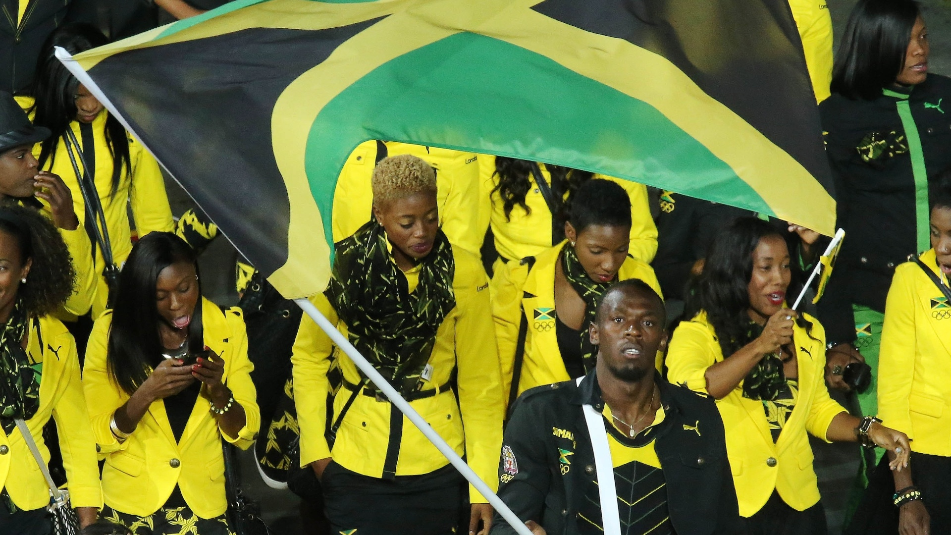 Velocista Usain Bolt lidera delegação da Jamaica durante desfile na cerimônia de abertura das Olimpíadas