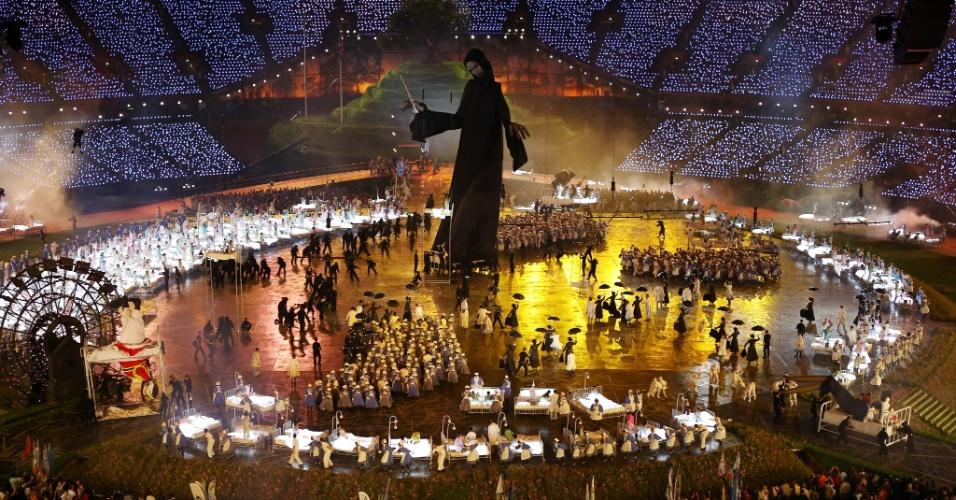 Vista geral do Estádio Olímpico de Londres durante homenagem ao filme Mary Poppins na abertura dos Jogos
